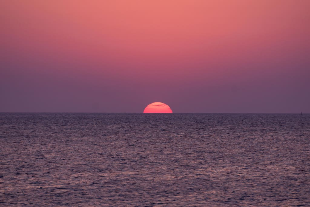 Bienvenidos a Atlántida; donde podrías ver este atardecer todos los días (you could witness this sunset every single day!!)
