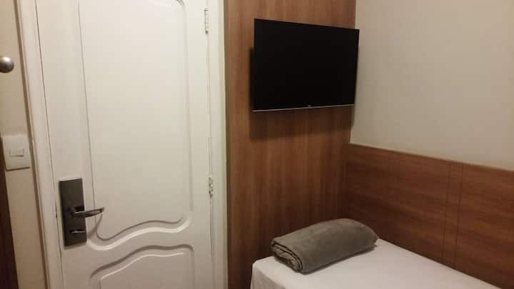 Private room 100 meters from Copacabana beach!