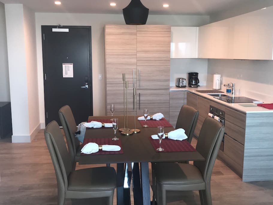 Entrance and Kitchen Dinning Room View