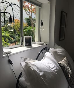 Peaceful garden studio apartment - 桑迪湾(Sandy Bay) - 独立屋