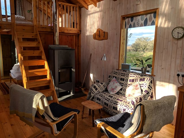 Cosy Eco Cabin with hot tub