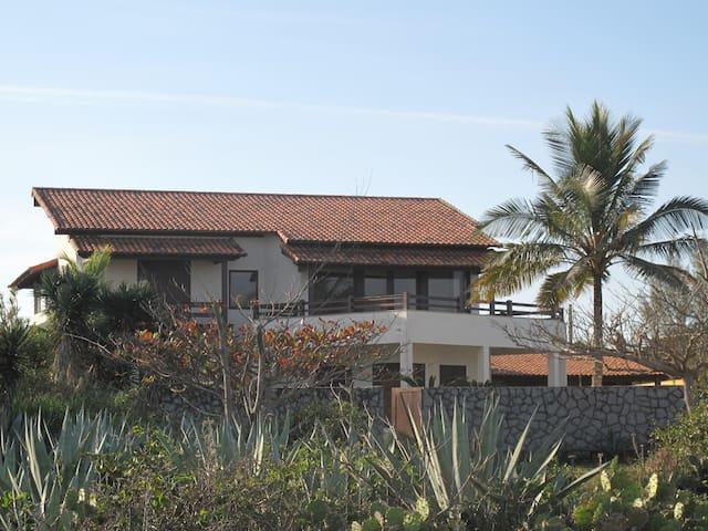 Vista da praia para a casa (2)