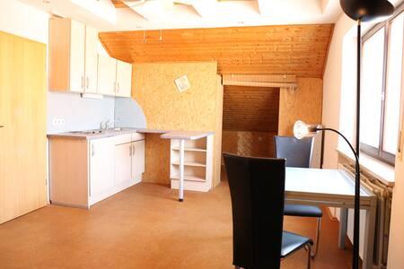 Helle Dachgeschoßwohnung mit viel Platz - Grafenrheinfeld - Leilighet
