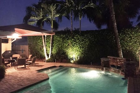 Fabulous walk to the beach!Gorgeous 3BR/2BA house! - 로더데일바이더씨(Lauderdale-by-the-Sea)