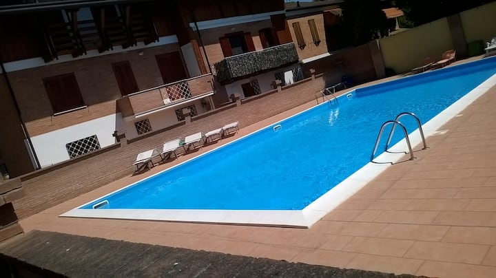 B&B SWIMMING POOL  stanza con bagno e piscina