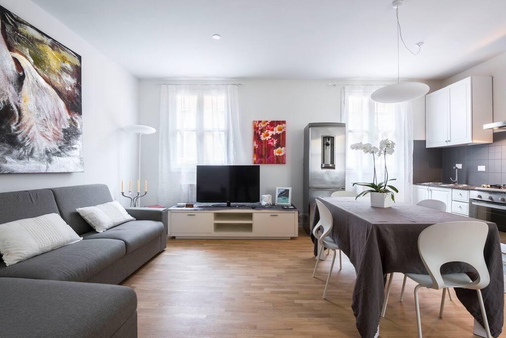 Un appartamento nel cuore di modena appartamenti in for Appartamenti arredati modena