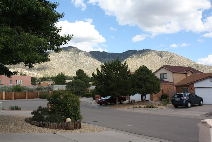 Peaceful 2 bd home in the foothills