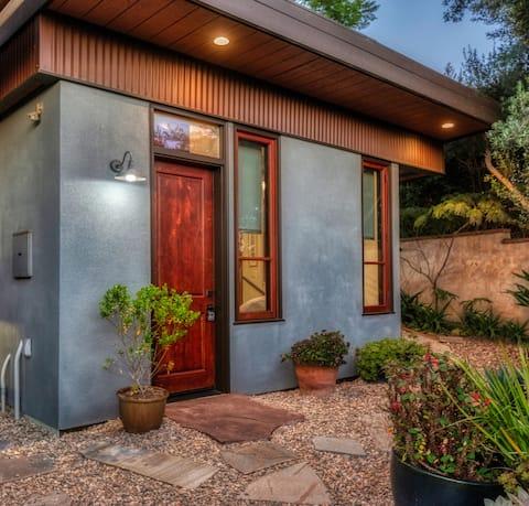 Encinitas Garden Bungalow /Leucadia Lair-House