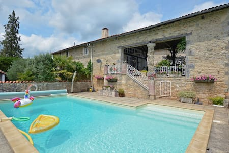 Cozy Holiday Home in La Forêt-de-Tessé with Private Pool
