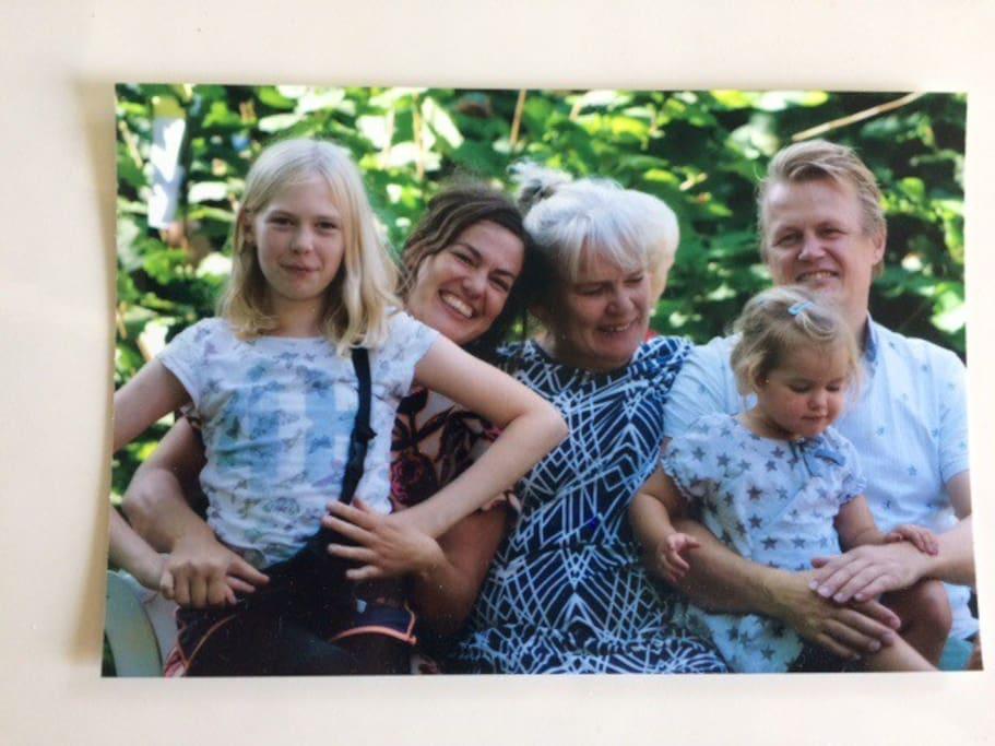 Beboerne på Sejersminde: Vera, Maj-Britt, mormor, Frida og Jesper