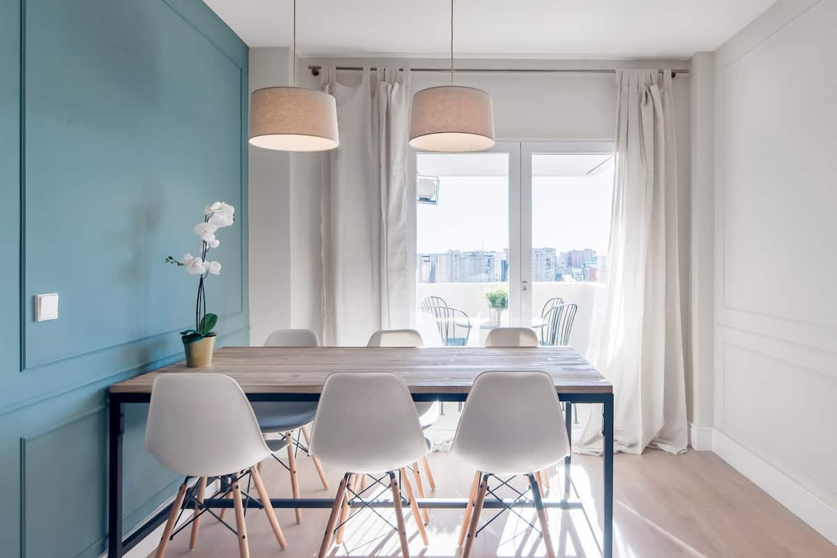 Un espacio luminoso y sofisticado con terraza en el cielo de Madrid