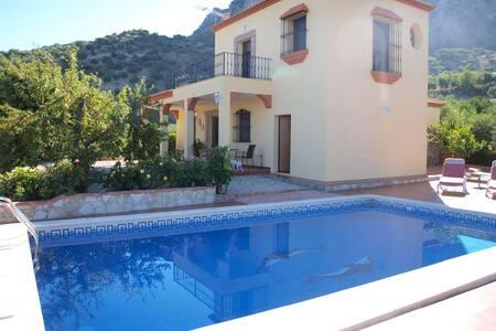 Relax your mind and body, Villa Atalaya de Barrera - El Gastor - Huis