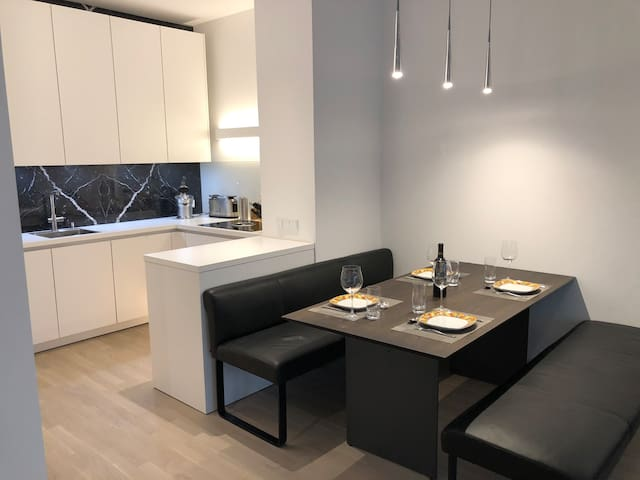 Stylish spacious apartment in central Cologne