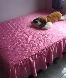Quarto com cama