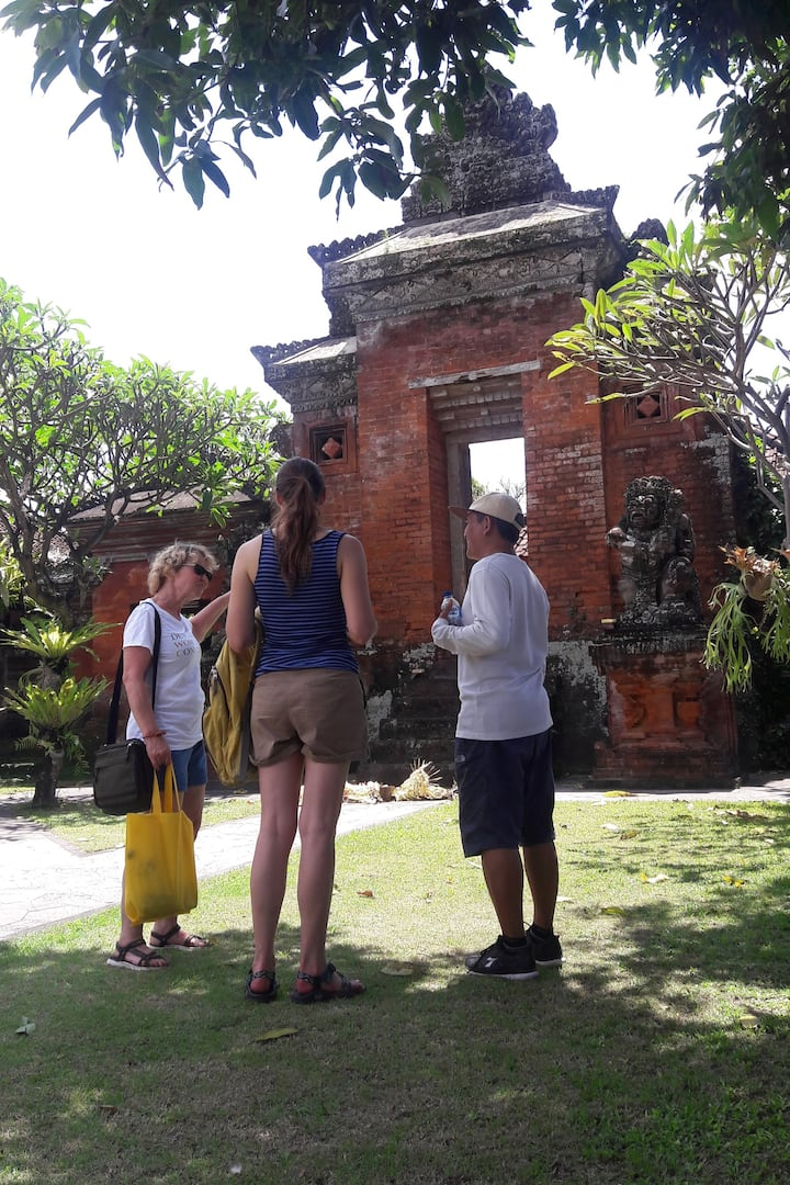 Visit one of the palaces in Denpasar