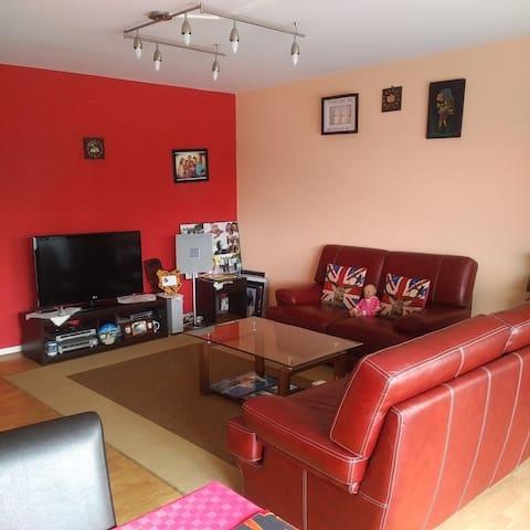 Une chambre spacieuse avec balcon - Molenbeek-Saint-Jean - 公寓