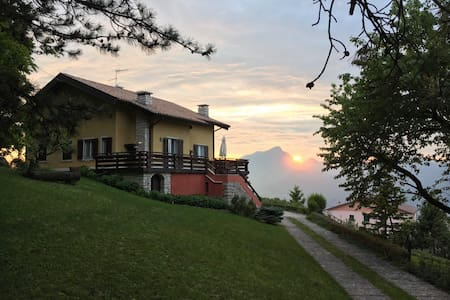 Inspiring Villa with private wood and amazing view - San Zeno