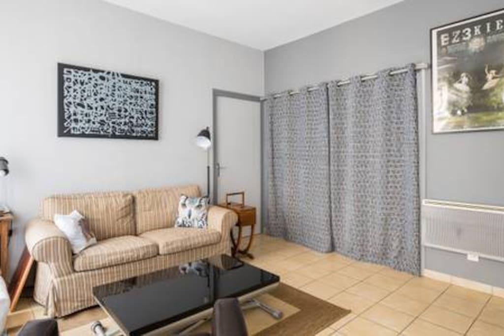 appartement sur les pentes de la croix rousse appartements louer lyon auvergne rh ne. Black Bedroom Furniture Sets. Home Design Ideas