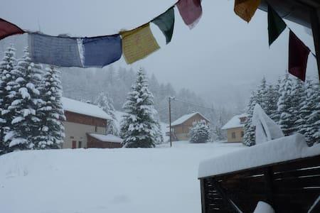 Chambre à 3 km de la station de ski Abriès/Queyras - Ristolas - Byt