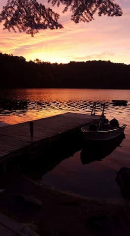 Waterfront cottage on Lake Vernon 125-200 per room - Huntsville - Cabin