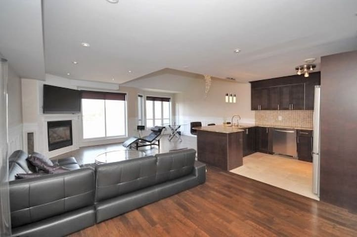 Huge Waterfront Penthouse on Private Island - L'Île-Perrot - Apartamento