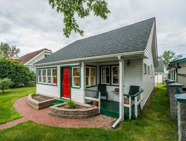 Wally House – Entire cottage for essential travel