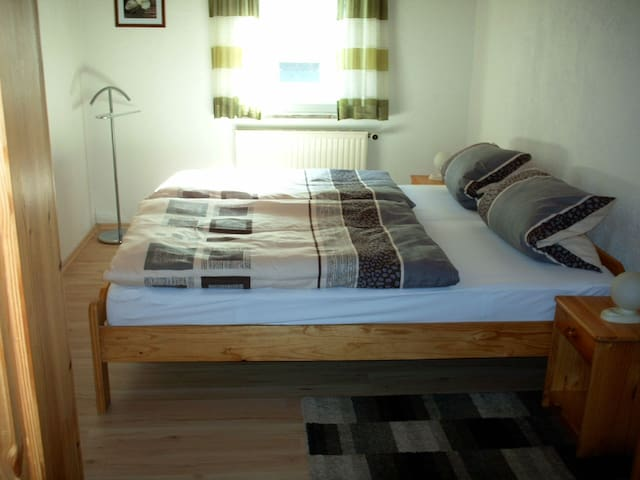 Ferienwohnung Deuerling (Steinwiesen), Ferienwohnung 2 (60qm) mit Küche und Gartenlaube