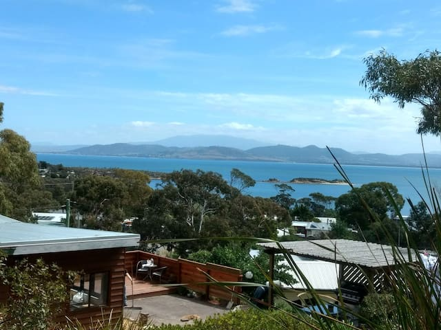 Southern Beaches Holiday House - Pets welcome