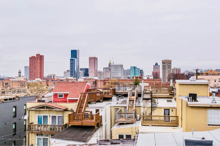 3br/2ba Federal Hill Rooftop Deck private parking