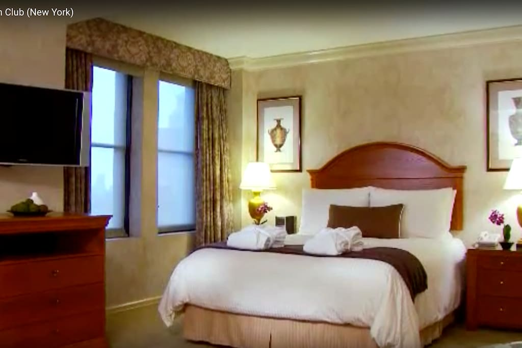 1 Bedroom Executive Suite with Luxurious Bedding.
