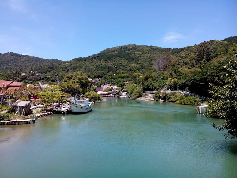 Canal da Barra da Lagoa (a 50m de distância da casa)
