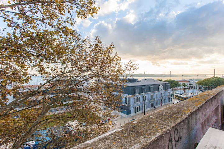Spacious Apartment in Amazing Location River View!