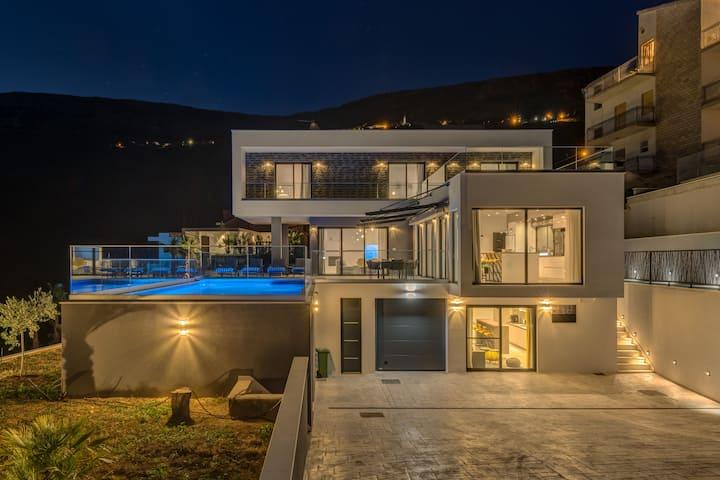 Villa Luna Podstrana ****