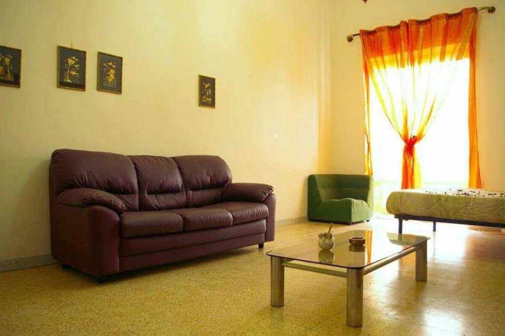 parte della camera con divano letto