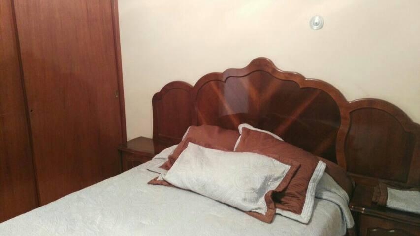 Habitación para chica en kennedy - León - House