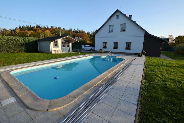 Detached, spacious holiday home with covered pool and fenced garden