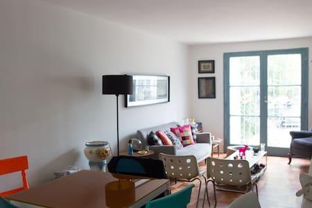 Amplio dormitorio en Providencia - Santiago