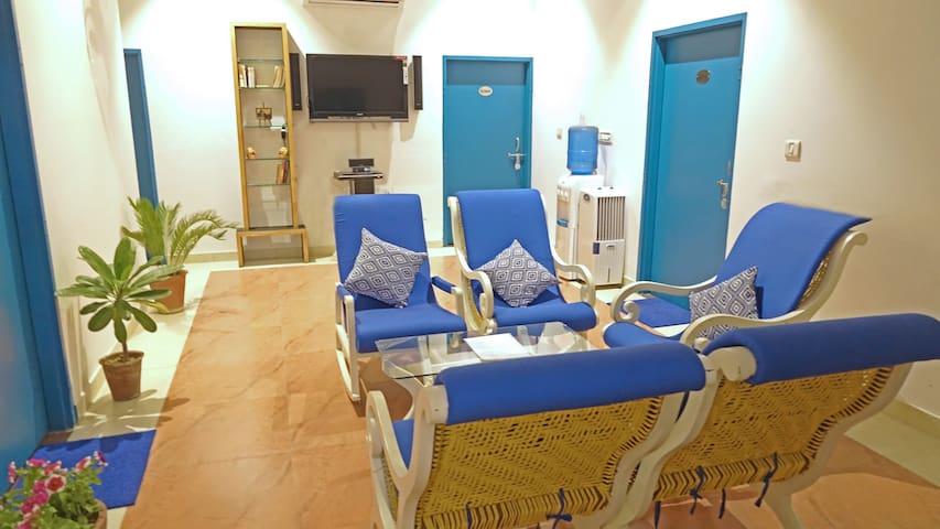 Private rooms @ Jaipur with Free tours N Breakfast