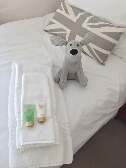 White towels and bedding available