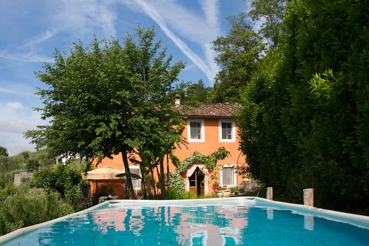 Villa with pool 12KM to Lucca, walk to restaurants