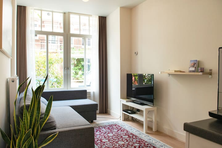Amsterdam Centre Apartment (with garden)
