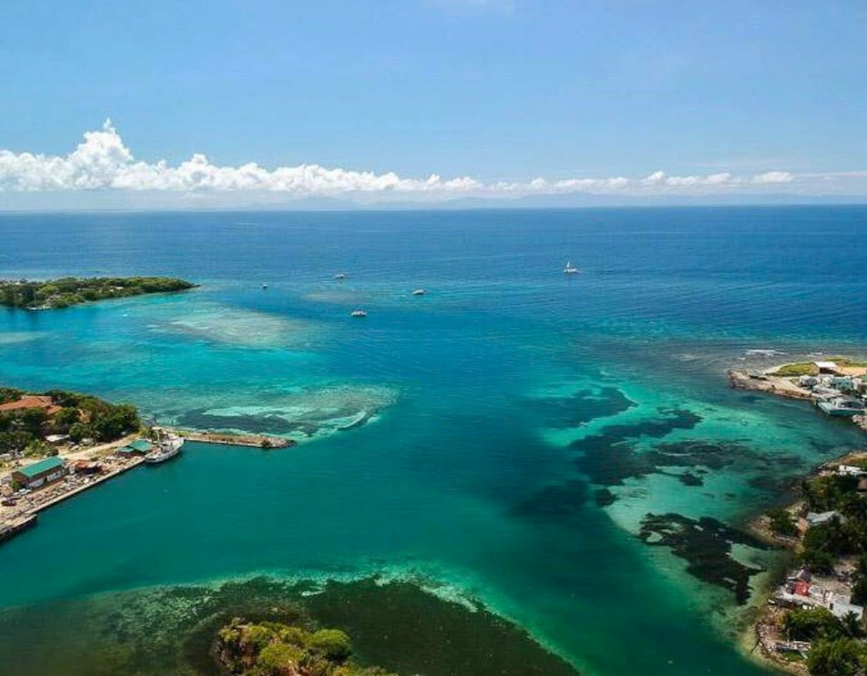 Roatan air view beautiful!!