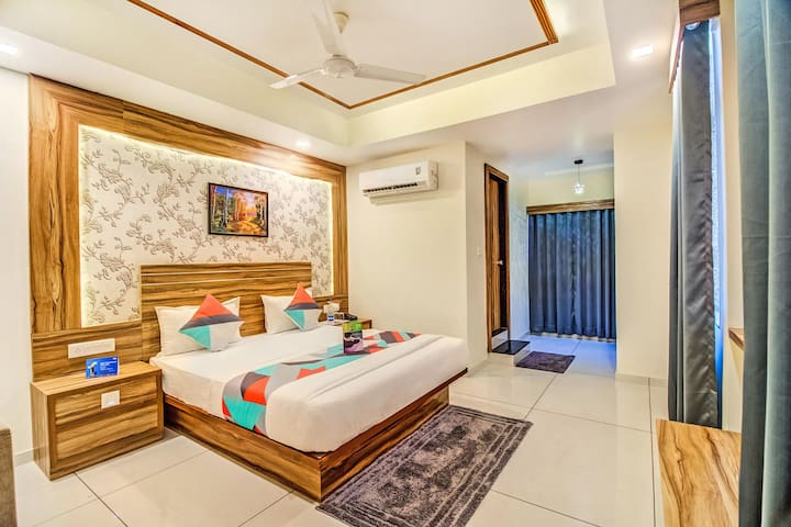 "The Right stop ""3 km from Vadodra Airport"""