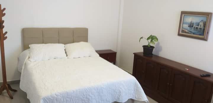 Suite con baño privado y cocina. Independiente.
