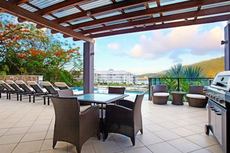 Compact apartment 200m from town... - Airlie Beach