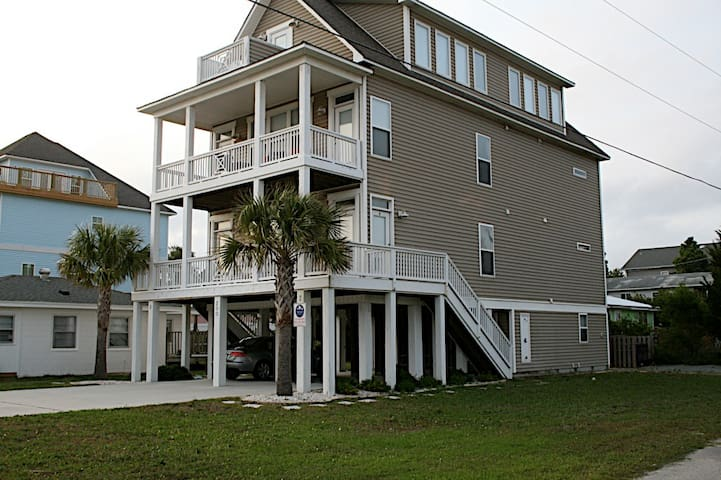 Spacious studio 1 block from ocean - Carolina Beach - Casa