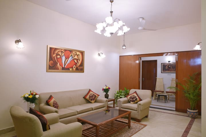 Enbliss: Cosy room in a Bungalow in South Delhi - Nuova Delhi - Bed & Breakfast