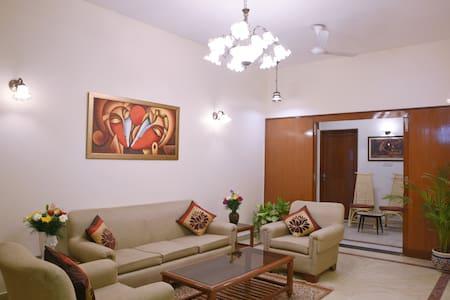 Enbliss: Cosy room in a Bungalow in South Delhi - New Delhi - Bed & Breakfast