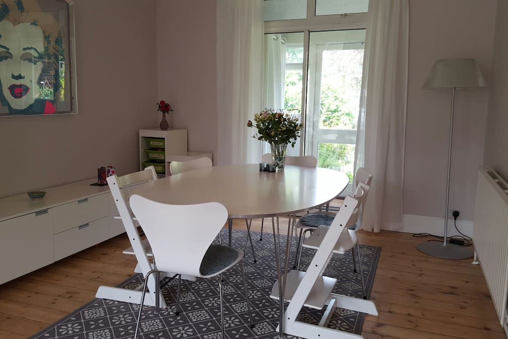 Open plan to sizeable dining table, and views of the garden