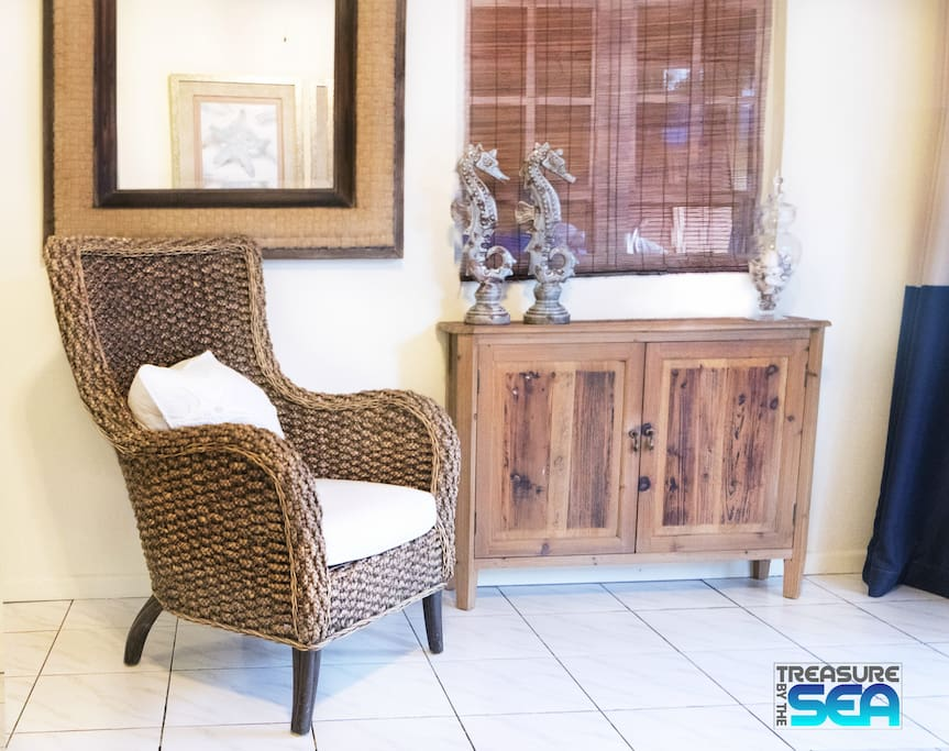 Kas di Amigu is tastefully decorated with banana leaf accent chair and teak chest.